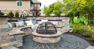 Flagstone Firepit Rich Color Options For Your Central Illinois Pit Unilock