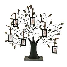 tree with 6 hanging frames