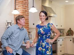 hgtv home makeover tv show news videos full episodes why is hgtv so popular this is why you re obsessed with fixer upper