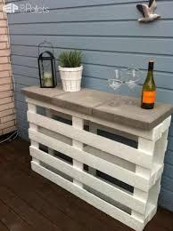 Outdoor Bar Table Diy Tutorial Easy Pallet Outdoor Bar Made Using 2 Pallets U2022 1001