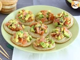 recette canapé apéritif facile toast au saumon et à l avocat recette ptitchef