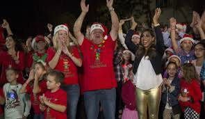 the great christmas light show abc brings back the great christmas light fight and the great