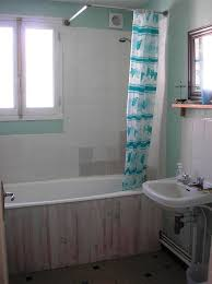 decorate small apartment bathroom using bathroom decor ideas