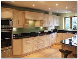 Cinnamon Shaker Kitchen Cabinets by Cinnamon Maple Glazed Kitchen Cabinets Cabinet Home Decorating