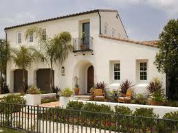 Spanish House Style Front Courtyard In California Spanish Bungalow Home Spanish