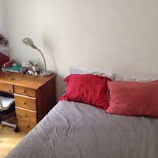 location de chambre au mois chambre à louer dans le quartier des abbesses 600 euros par mois