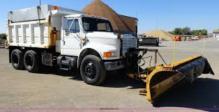 1992 international 4900 tandem axle dump truck with plow and