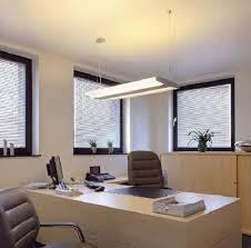 eclairage de bureau conseils en éclairage pour un bureau installer un luminaire