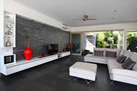 wohnzimmer design schwarze wände modernes wohnzimmer design in weiß schwarz mit