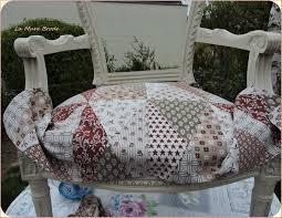 tissu pour fauteuil crapaud carte en broderie traditionnelle rénovation d u0027un fauteuil la