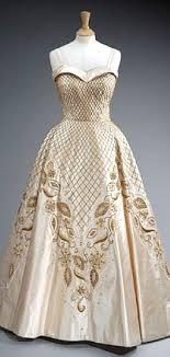 norman dresses dress worn by elizabeth ii in an official portrait norman