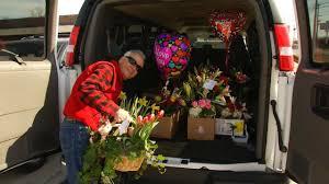 flower shops in tulsa tulsa flower shop bustling in s day newson6