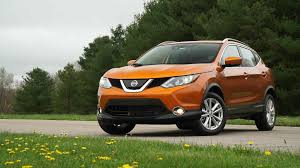 nissan rogue sport 2017 price downsized 2017 nissan rogue sport has pizzazz consumer reports