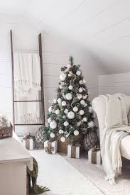 White Christmas Decorations For A Tree by Best 25 Cottage Christmas Ideas On Pinterest Cottage Christmas