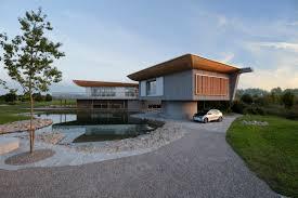 moderne holzhã user architektur ökologisches holzhaus mit flachdach einfamilienhaus haussicht
