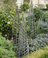 Willow Trellis Garden Must Have Woven Willow Fences And Trellises Gardenista