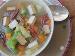 midi en recette de cuisine midi cuisine soupe de légumes variés au tofu fumé huile de noix et