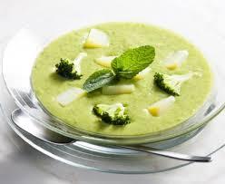 cuisiner le brocolis marmiton soupe courgettes et brocolis recette de soupe courgettes et