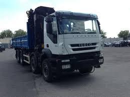camion poids lourd benne basculante de chantier et de tp iveco