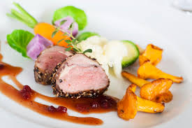 photo plat cuisine gastronomique les cerfs communs soutiennent des plats gastronomiques image stock