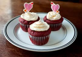 red velvet cupcakes with vanilla cream cheese frosting the