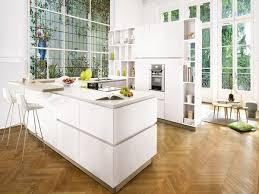 cuisine americaine design cuisine americaine design avec meubles laqués blancs
