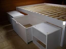 Schlafzimmer Bett Regal Ikea Hack Aus Dem Kallax Regal Und Der Malm Kommode Wird Ein Bett