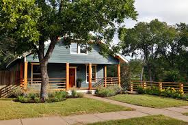White House With Black Trim Photos Hgtv U0027s Fixer Upper With Chip And Joanna Gaines Hgtv