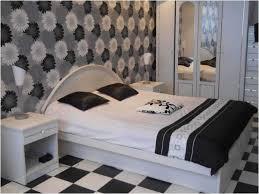 Schlafzimmer Mit Holz Tapete Bild Schwarz Weiß Blumen Schlafzimmer Tapete Idee Lapazca