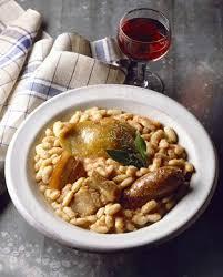 cuisiner un cassoulet cassoulet de castelnaudary pour 6 personnes recettes à table