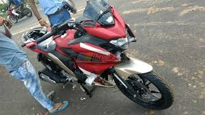yamaha fazer 250 spotted completely undisguised in red colour