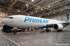 amazon prime airplane debuts after secret night flight u2013 geekwire