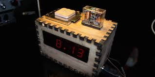 4 homemade clocks that are definitely not bombs