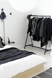 support vetement chambre portant vêtements osez à exposer vos jolis habits