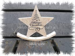 leuke houten kerstschommel met merry christmas tekst kleur tekst