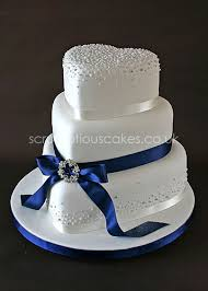 wedding cake 593 navy ribbon with piped dots and brooch navy