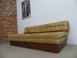 canap lit vintage canapé lit vintage en cuir en vente sur pamono