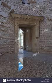 the entrance to vestibule of diocletian u0027s palace split croatia