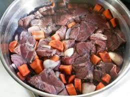 cuisiner un boeuf bourguignon boeuf bourguignon recette du boeuf bourguignon avec marinade au