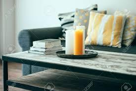 interieur et canapé moderne table basse en bois et d un canapé confortable avec des