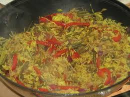 cuisiner le poivron vert poêlée de riz aux légumes à la sauce soja et au poivron la