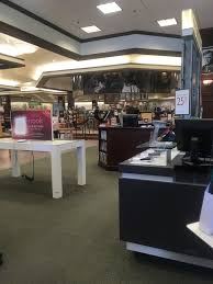 Barnes And Noble Palm Springs Ca Barnes U0026 Noble Booksellers 28 Reviews Bookstores 760 Se