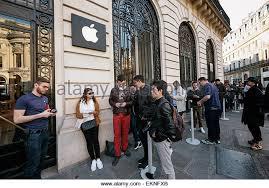 Apple Store Paris Apple Store Line Stock Photos U0026 Apple Store Line Stock Images Alamy