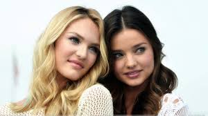 miranda kerr 2015 wallpapers cute pose of miranda kerr n candice swanepoel at victoria u0027s secret