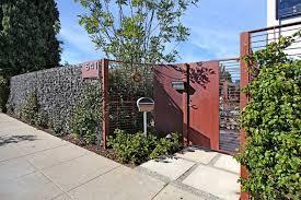 jardin cloture mur et clôture gabion idées pour le jardin en 33 photos