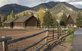What Is A Ranch House Luxury Real Estate And Homes Farm And Ranch Lifestyle