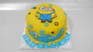 Minion Cake Decorations Minion Cake Tutorial Easy Youtube