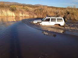 jeep snorkel underwater jeep cherokee xj under water tonto creek arizona mobile ver youtube