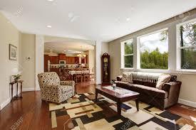 vieux canapé ivoire salon lumineux avec vieux canapé marron moka fauteuil table