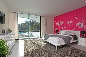 peinture mur chambre coucher peinture décorative et motifs originaux pour enjoliver les murs